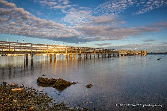 Brücke in Bernau am Chiemsee beim Sonnenaufgang